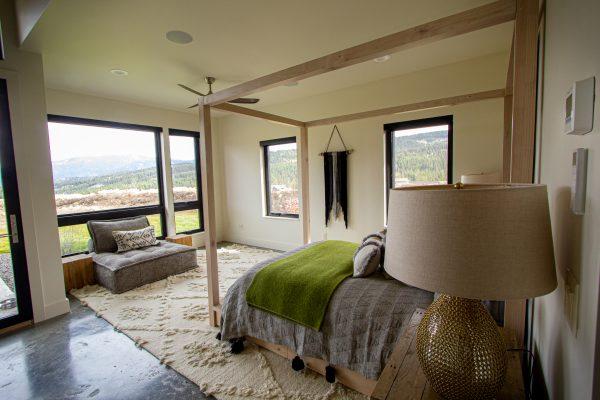 modern-alder-canopy-bed-4