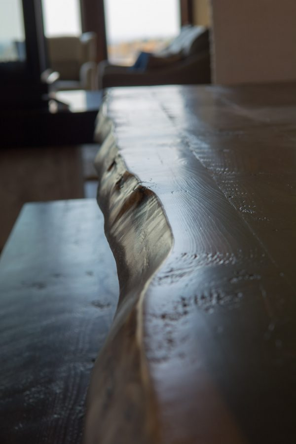 Live-edge-table-with-metal-legs-1